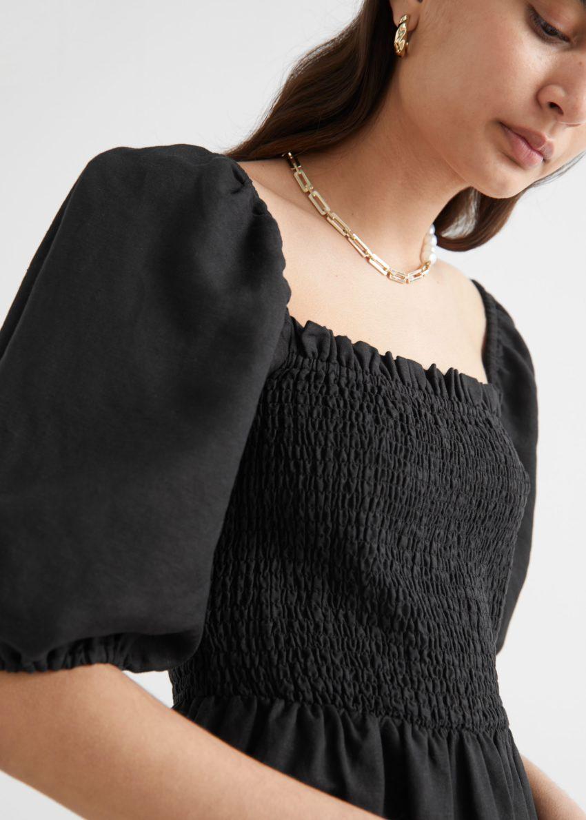 앤아더스토리즈 리넨 퍼프 슬리브 미니 드레스의 블랙컬러 ECOMLook입니다.