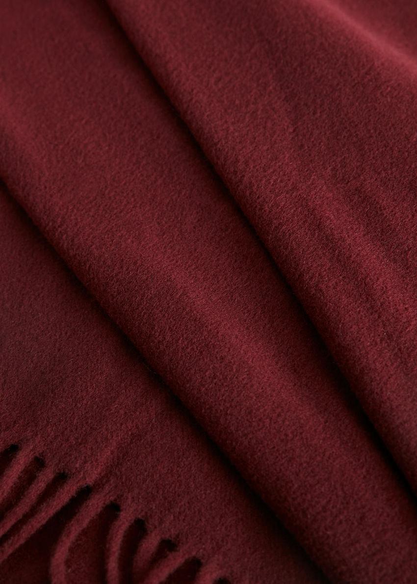 앤아더스토리즈 울 프린지 블랭킷 스카프의 다크 레드컬러 Detail입니다.