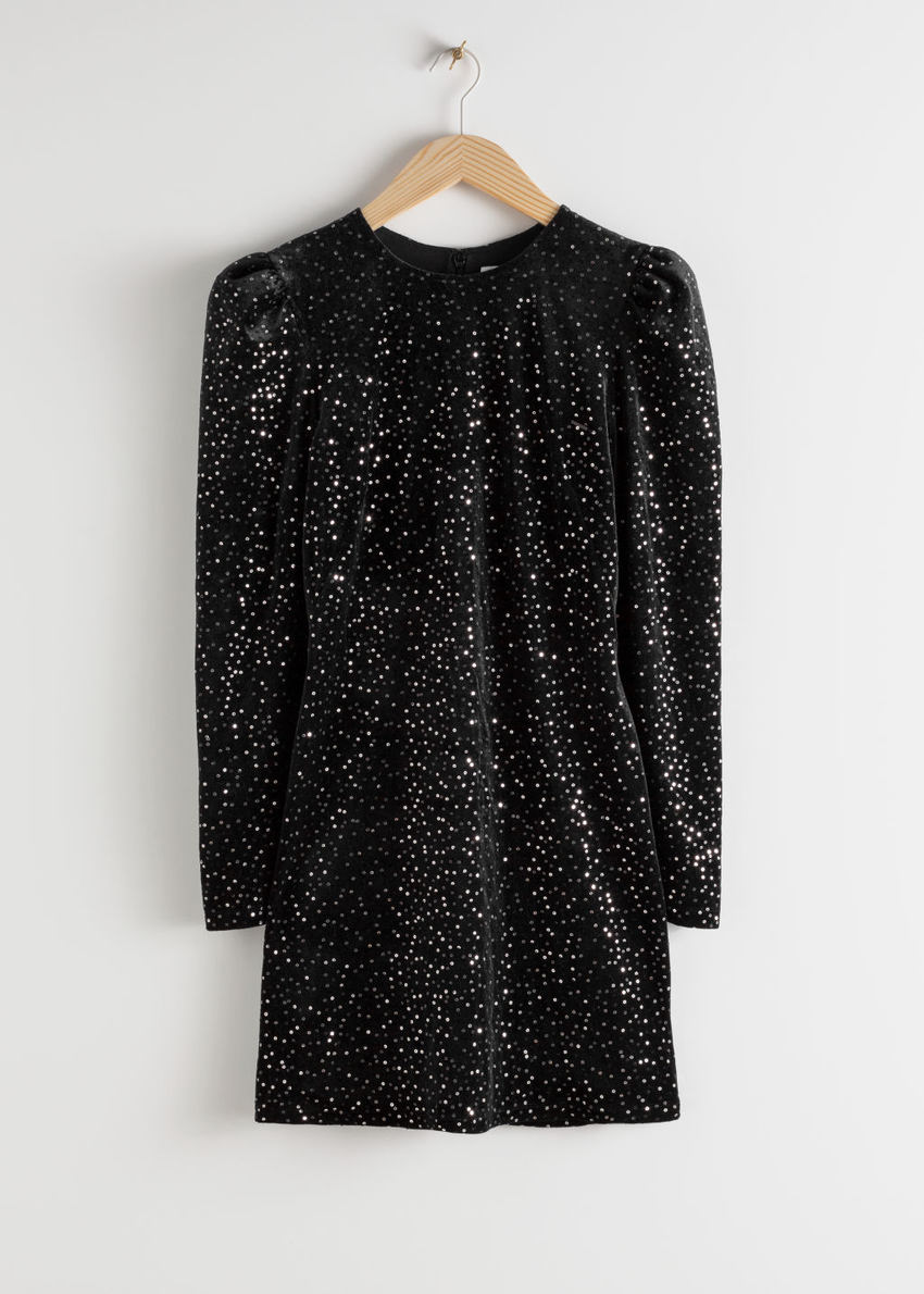 앤아더스토리즈 벨벳 시퀸 미니 드레스의 블랙컬러 Product입니다.
