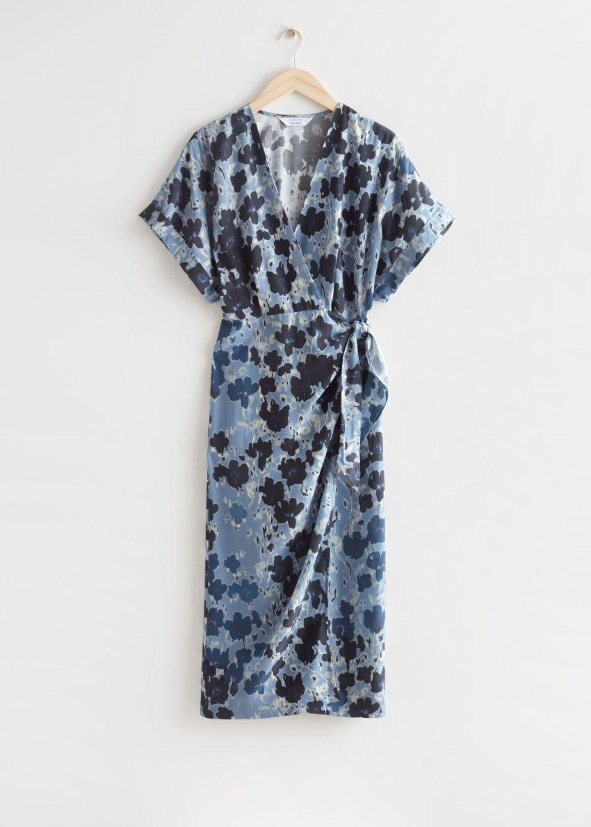 앤아더스토리즈 프린트 미디 랩 드레스의 블루 플로럴컬러 Product입니다.