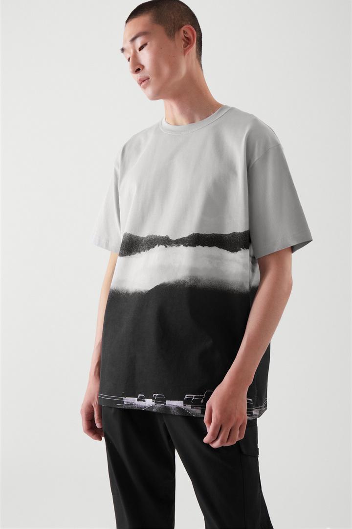 COS default image 12 of  in 포토 프린트 티셔츠