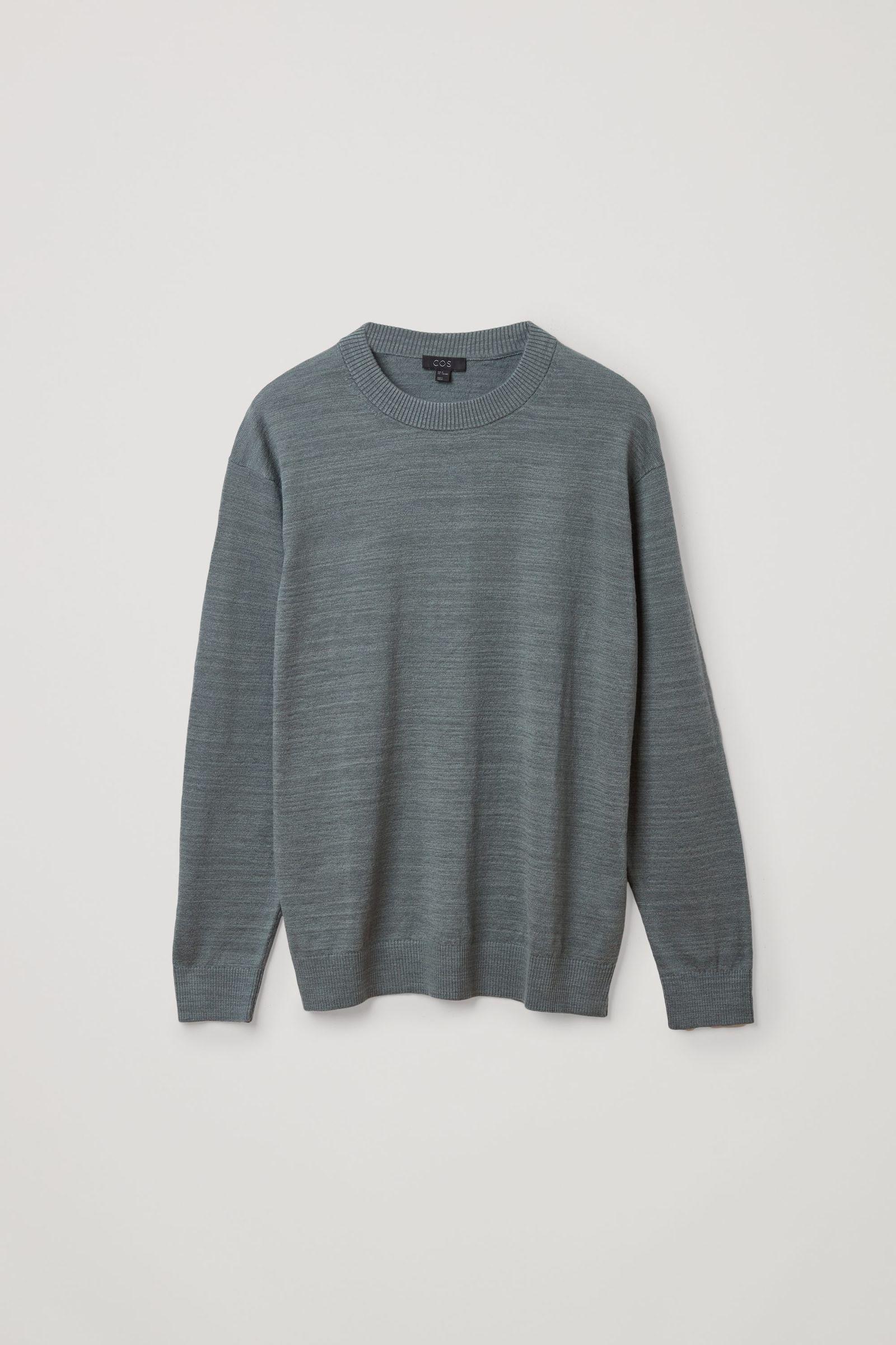 COS 릴랙스드 리넨 코튼 스웨터의 그린컬러 Product입니다.