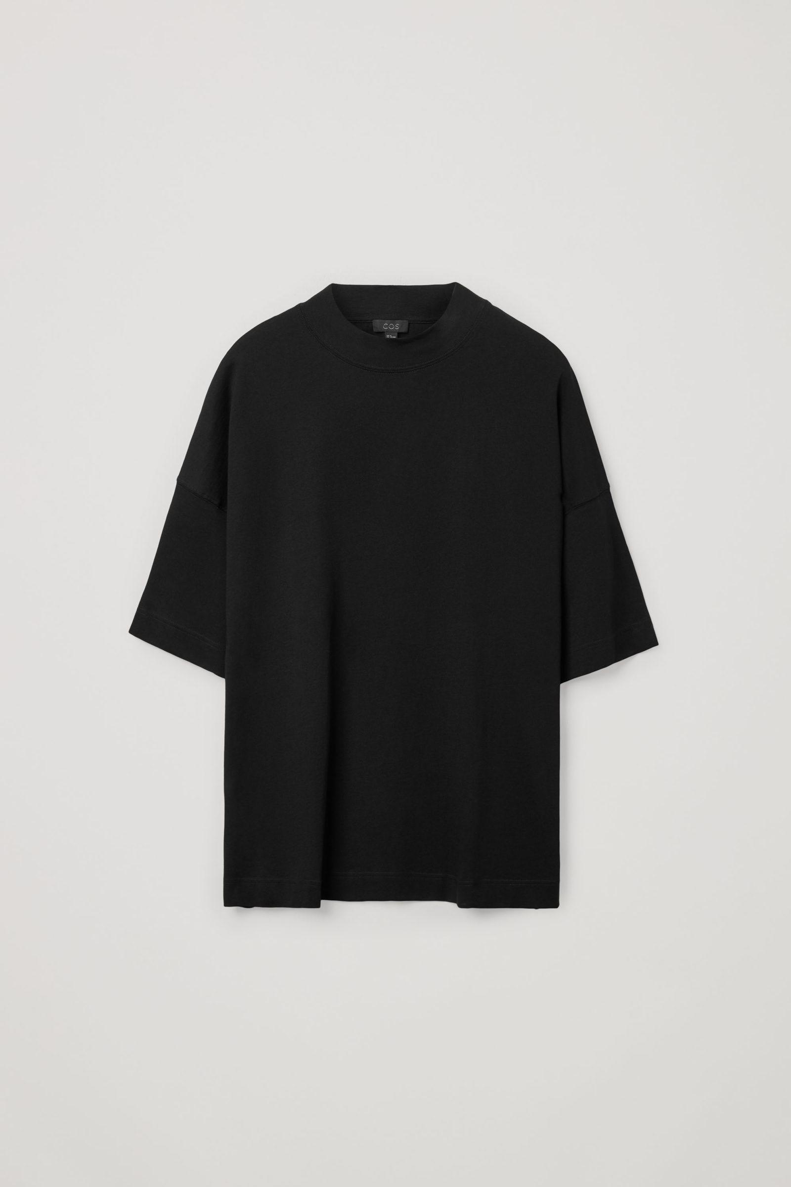 COS 오버사이즈 박시 코튼 티셔츠의 블랙컬러 Product입니다.