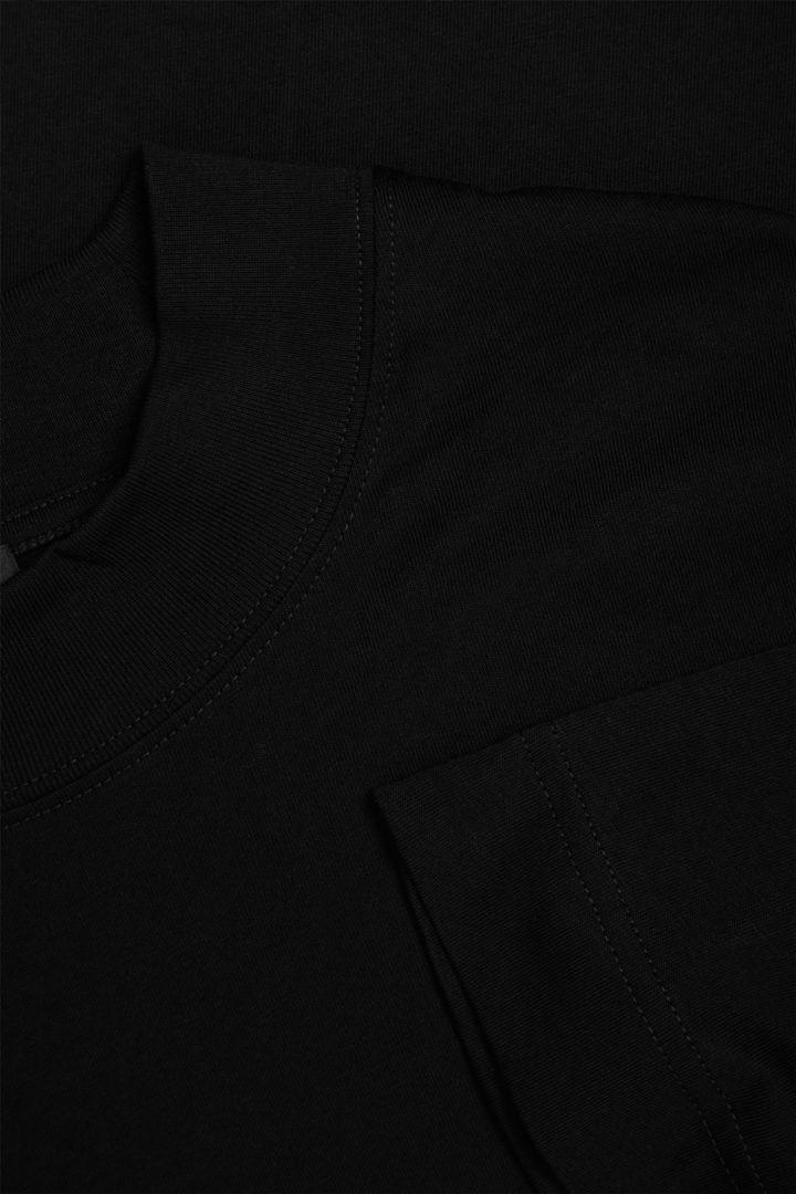 COS 오버사이즈 박시 코튼 티셔츠의 블랙컬러 Detail입니다.