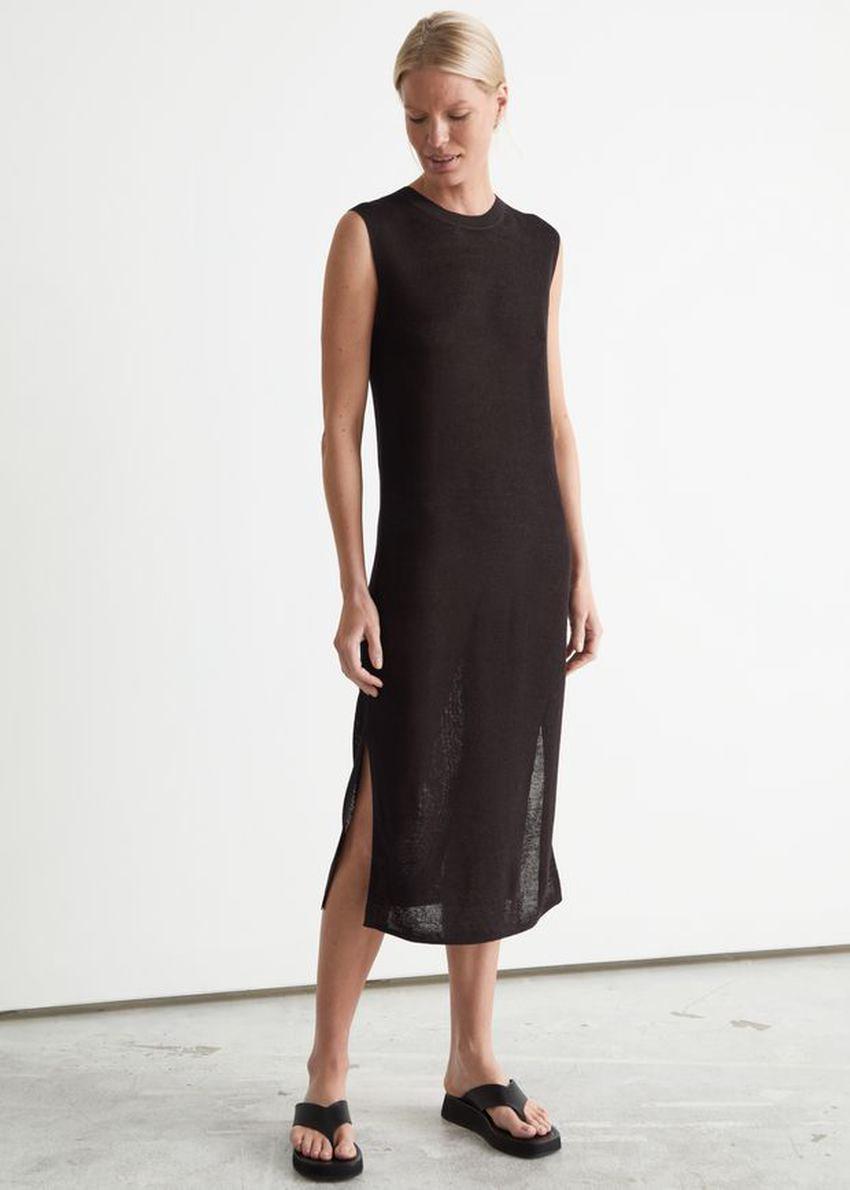 앤아더스토리즈 니트 리넨 미디 드레스의 다크 브라운컬러 ECOMLook입니다.