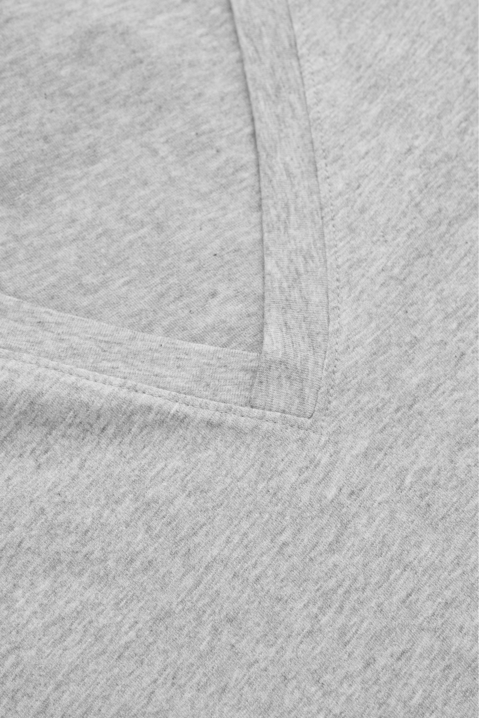 COS 브이넥 티셔츠의 그레이컬러 Detail입니다.