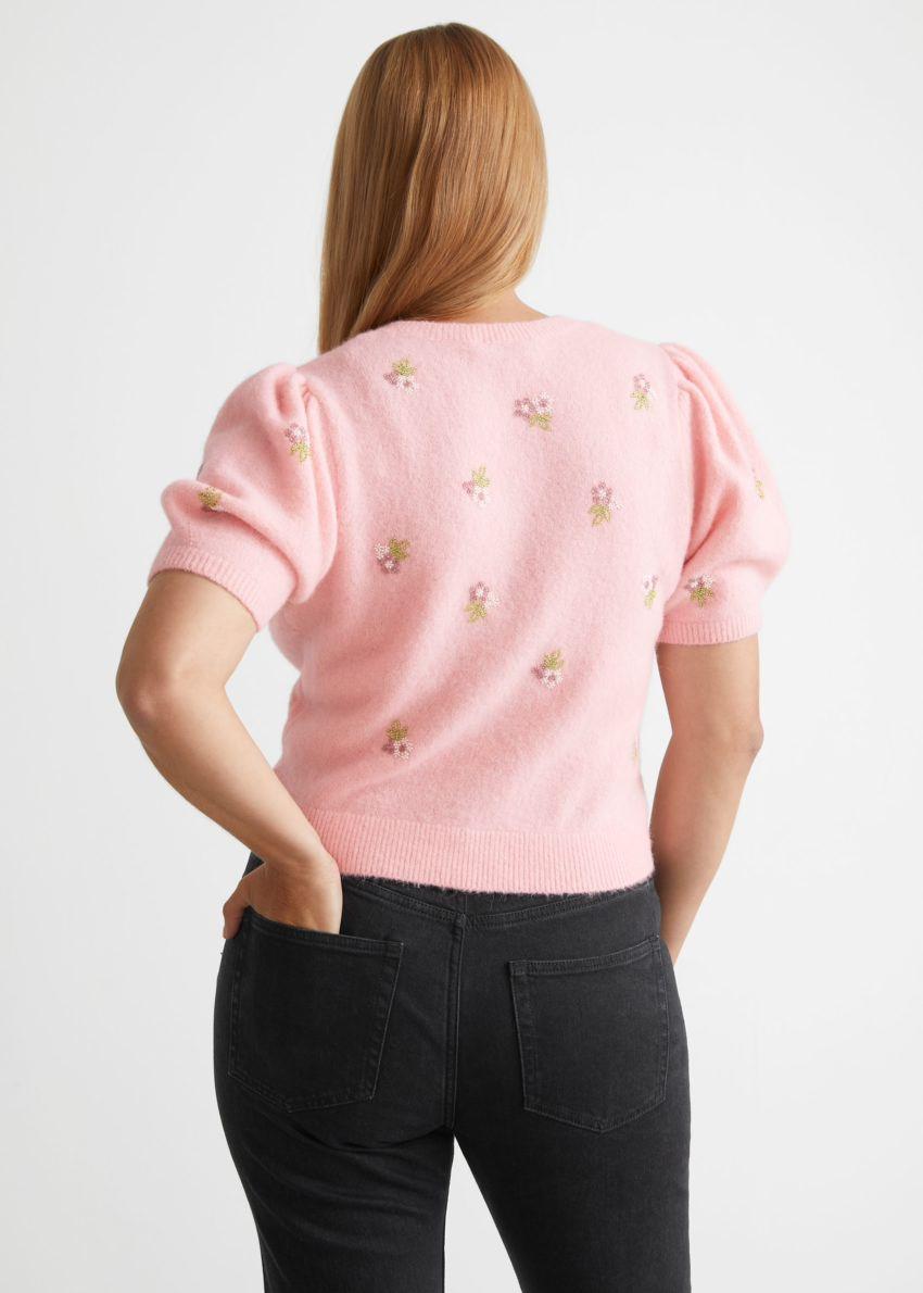 앤아더스토리즈 플로럴 비즈 가디건의 핑크컬러 ECOMLook입니다.