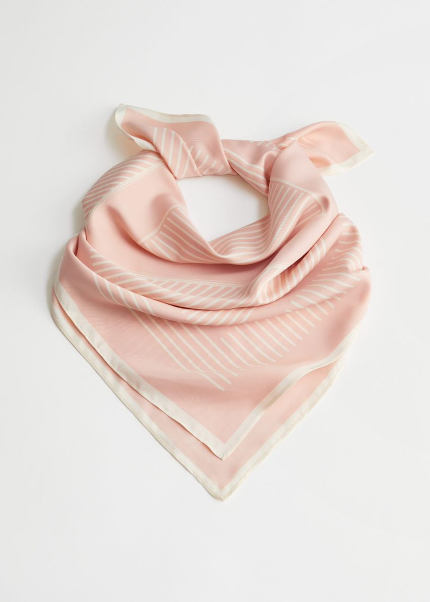 앤아더스토리즈 글로시 스트라이프 스카프의 핑크, 화이트컬러 Product입니다.