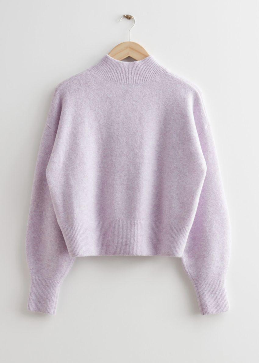 앤아더스토리즈 모크 넥 스웨터의 라일락컬러 Product입니다.
