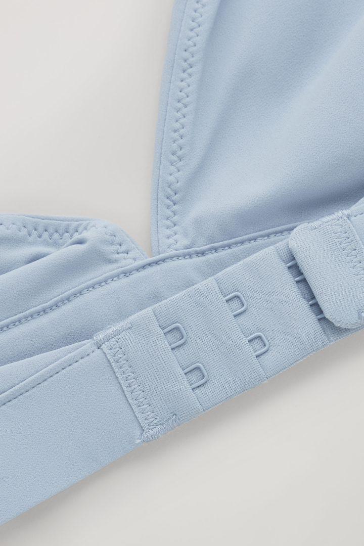 COS 트라이앵글 마이크로파이버 브라의 블루컬러 Detail입니다.