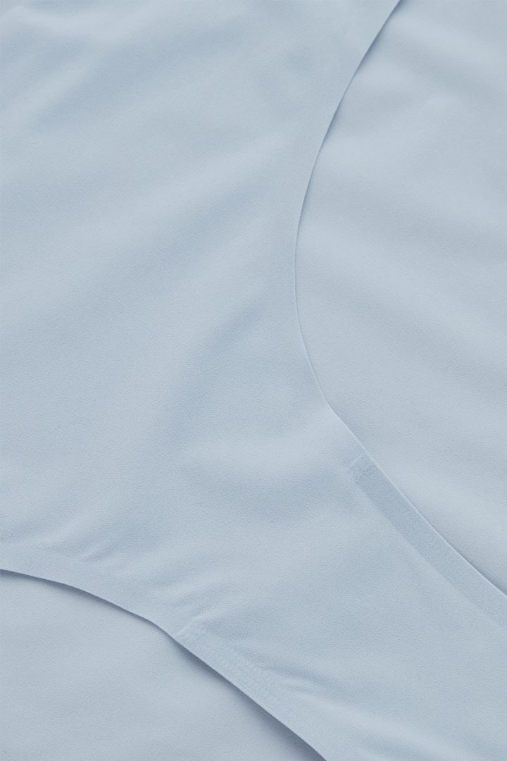 COS 브라질리언 브리프의 블루컬러 Detail입니다.