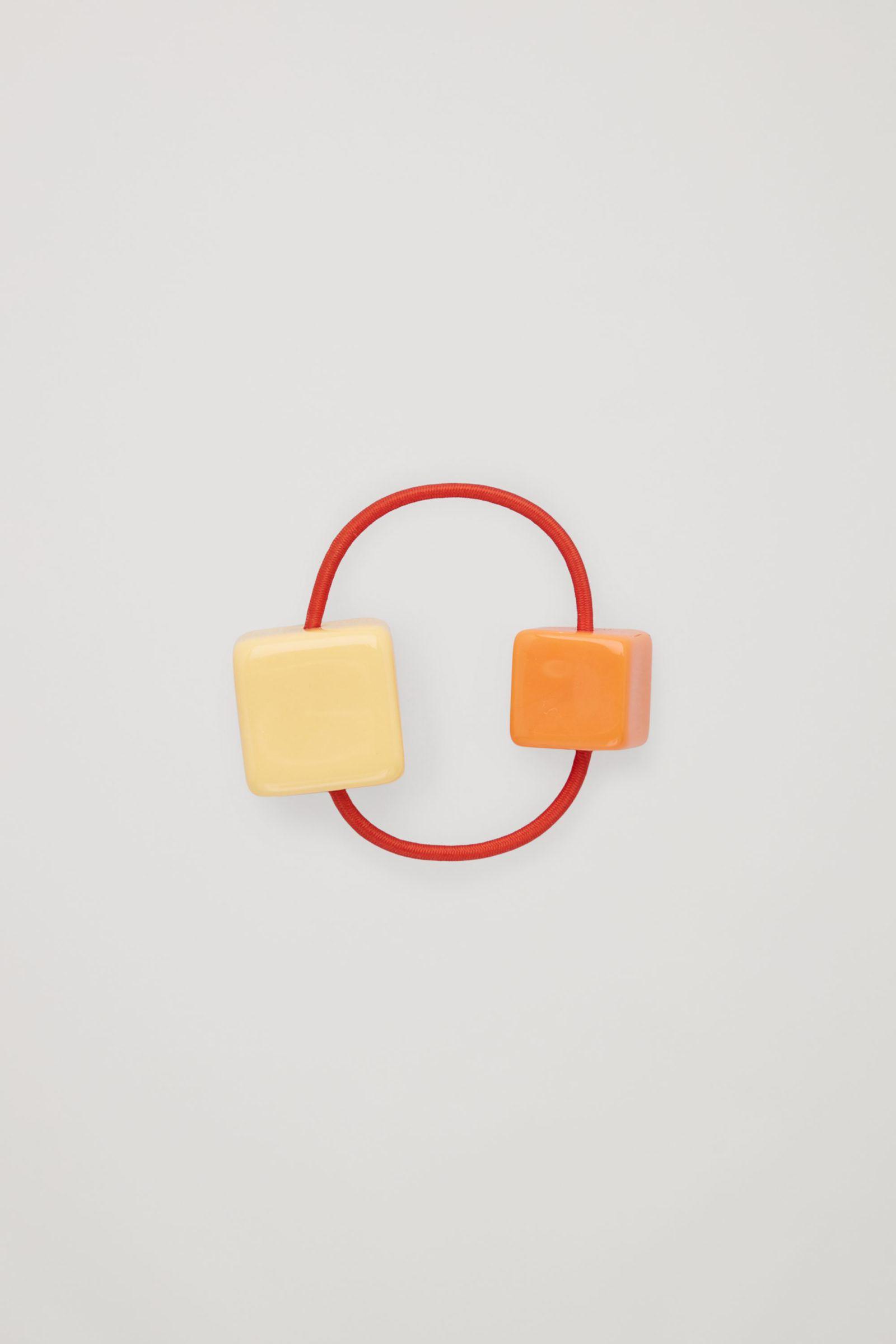 COS 비즈 일래스티케이티드 헤어밴드의 오렌지컬러 Product입니다.