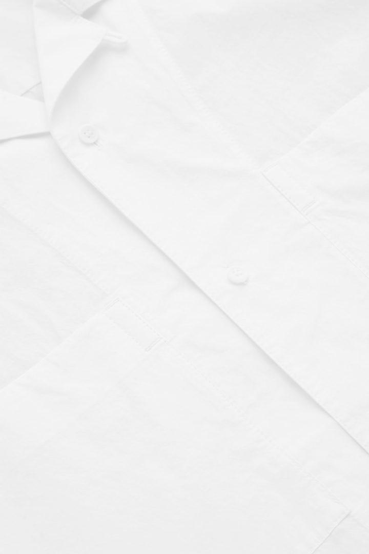 COS hover image 2 of 화이트 in 쇼트 슬리브 캠프 칼라 셔츠