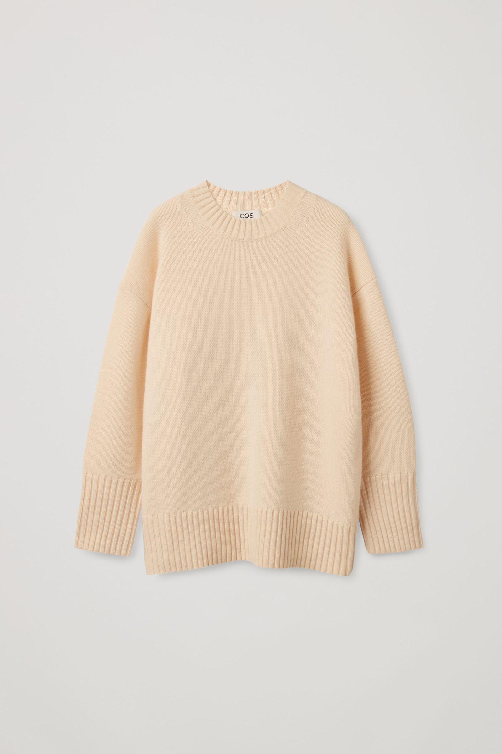 COS 오버사이즈 캐시미어 스웨터의 더스티 라이트 피치컬러 Product입니다.