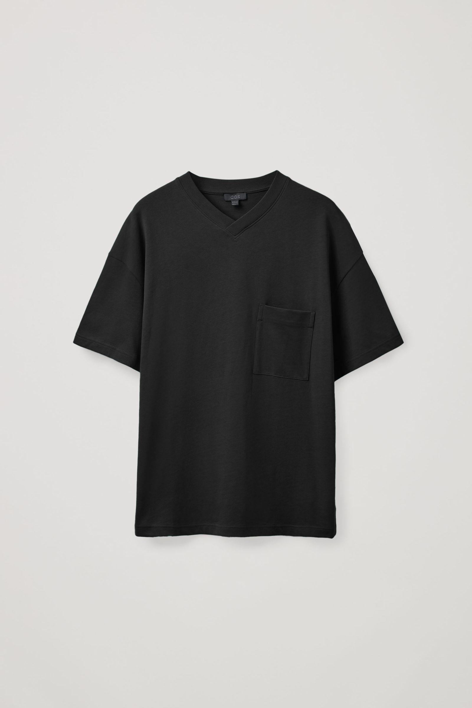 COS 오버사이즈 브이넥 티셔츠의 블랙컬러 Product입니다.