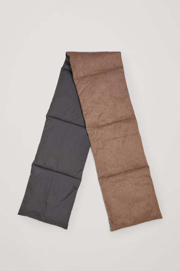 COS 울 패딩 스카프의 다크 그레이 / 브라운컬러 Product입니다.