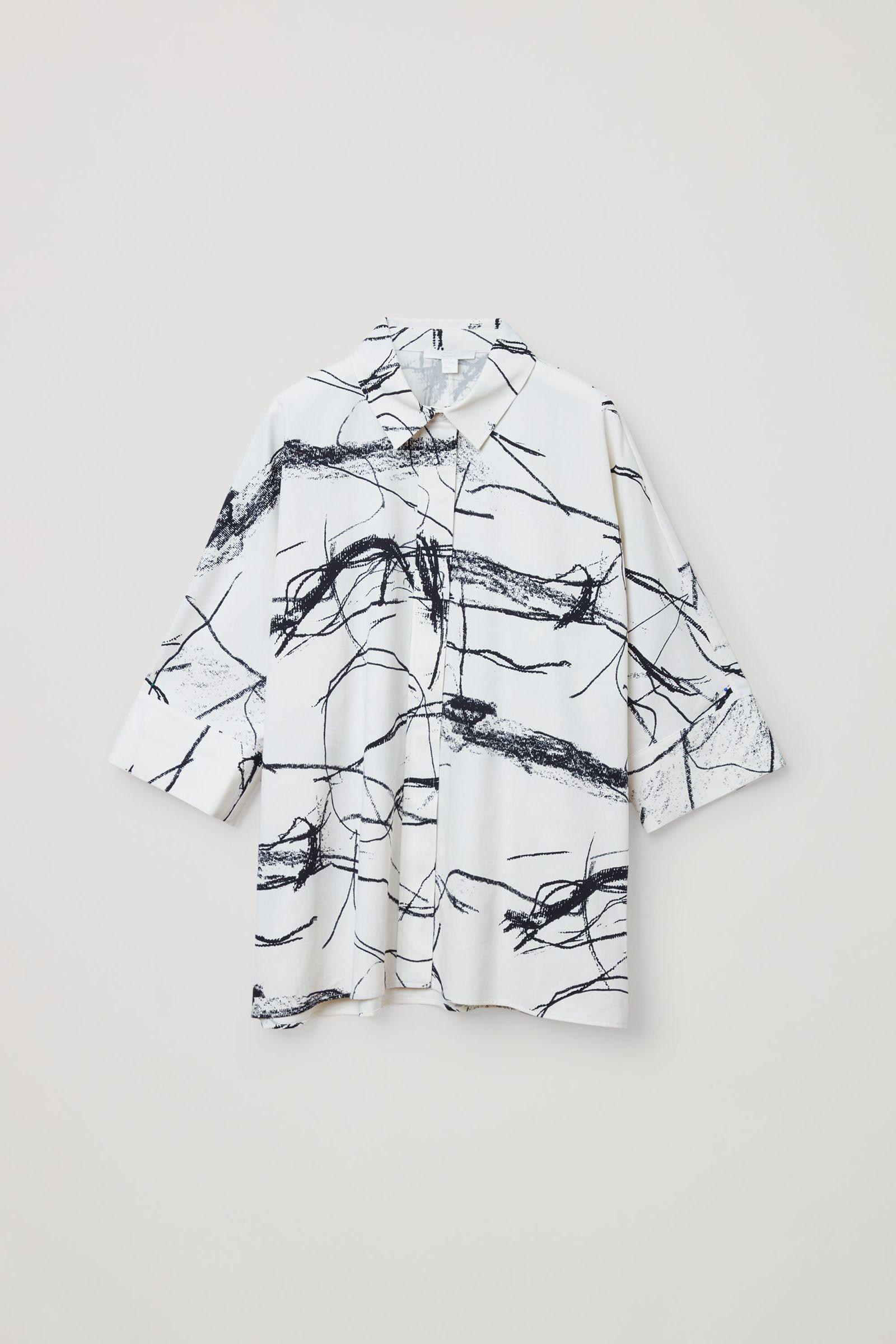 COS 와이드 프린티드 코튼 셔츠의 화이트 / 블랙컬러 Product입니다.