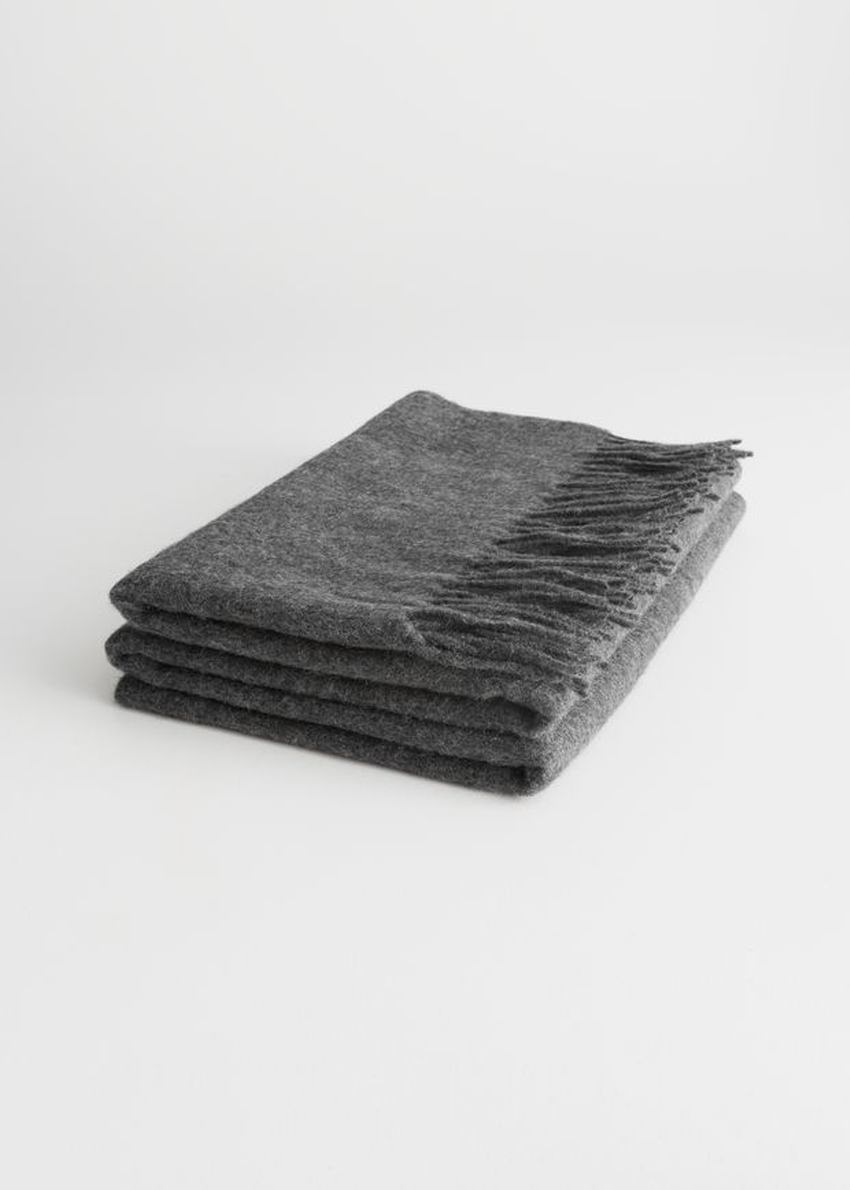 앤아더스토리즈 오버사이즈 울 스카프의 그레이컬러 Product입니다.