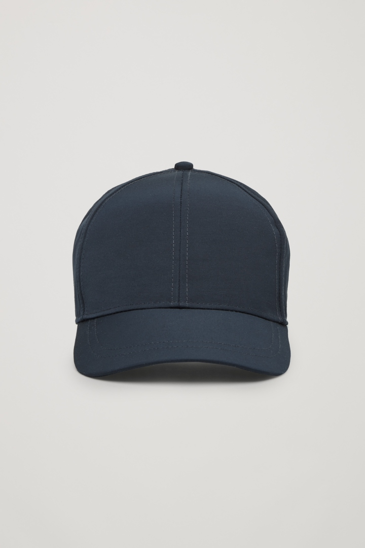 COS 베이스볼 캡의 네이비컬러 Product입니다.