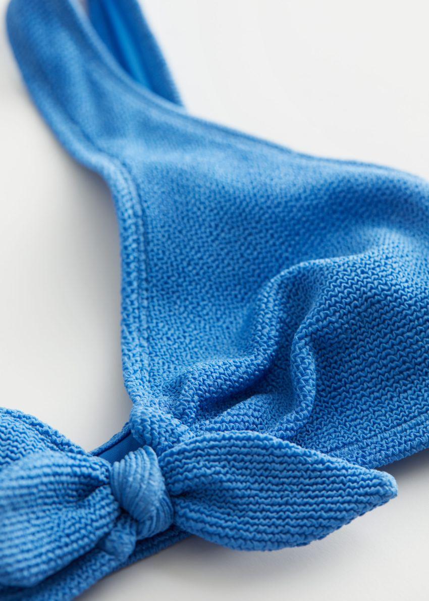 앤아더스토리즈 크레이프 매듭 타이 비키니 탑의 블루컬러 Detail입니다.