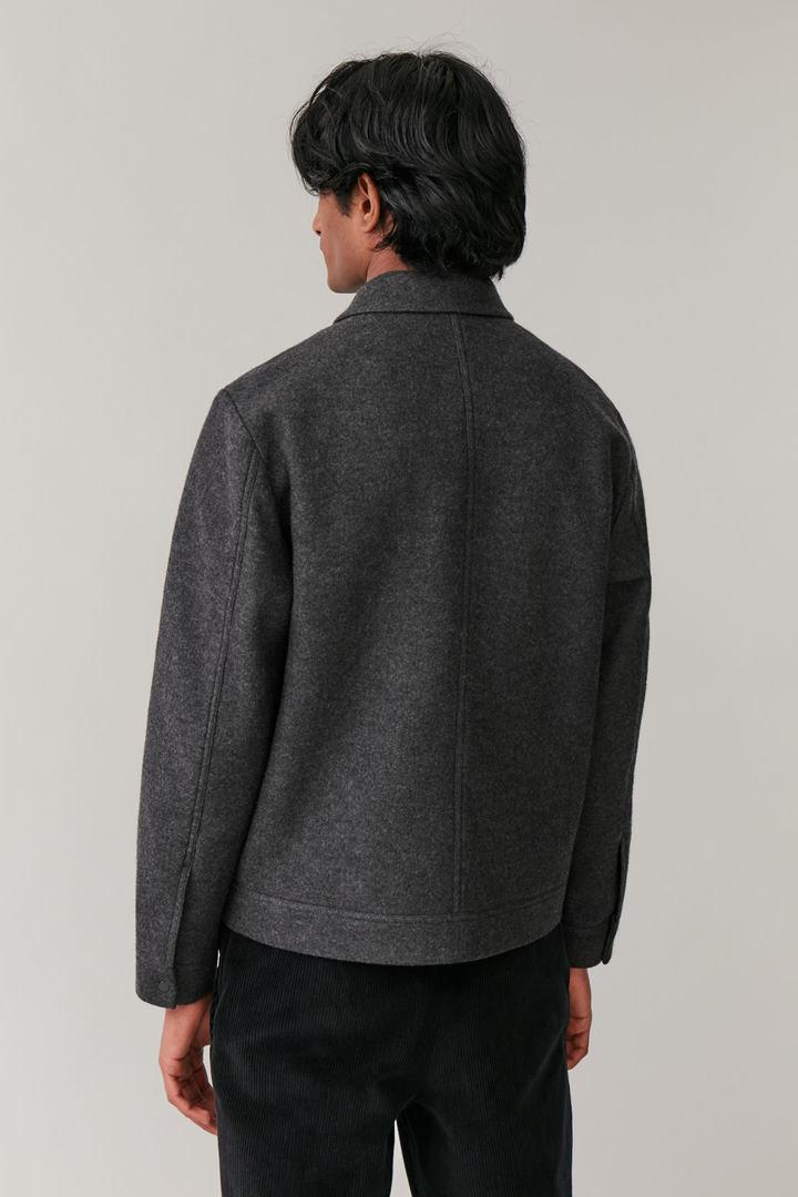 COS 보일드 울 재킷의 차콜컬러 ECOMLook입니다.