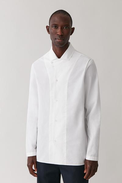 COS hover image 1 of 화이트 in 탭 칼라 코튼 셔츠