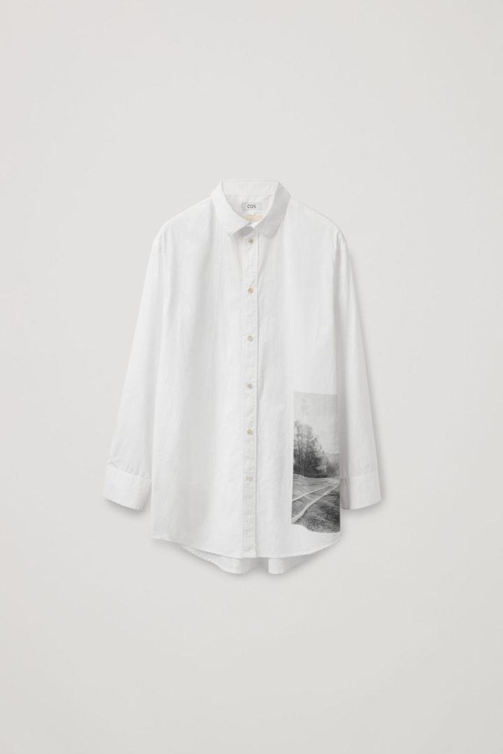 COS 오버사이즈 포플린 프린티드 셔츠의 화이트컬러 Product입니다.