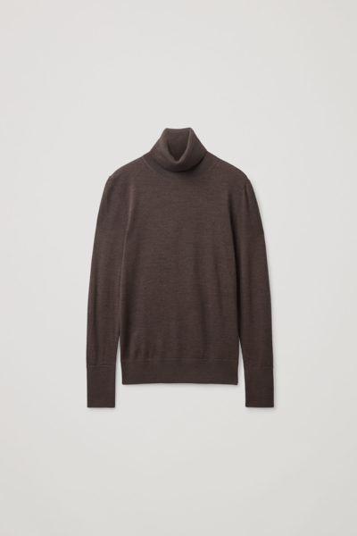 COS default image 11 of 브라운 in 슬림 핏 폴로 넥 스웨터