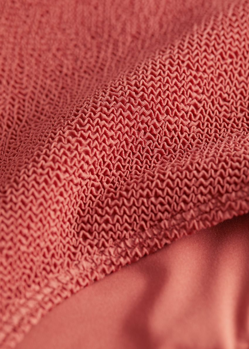 앤아더스토리즈 텍스처 하이 웨이스트 비키니 브리프의 다크 오렌지컬러 Detail입니다.