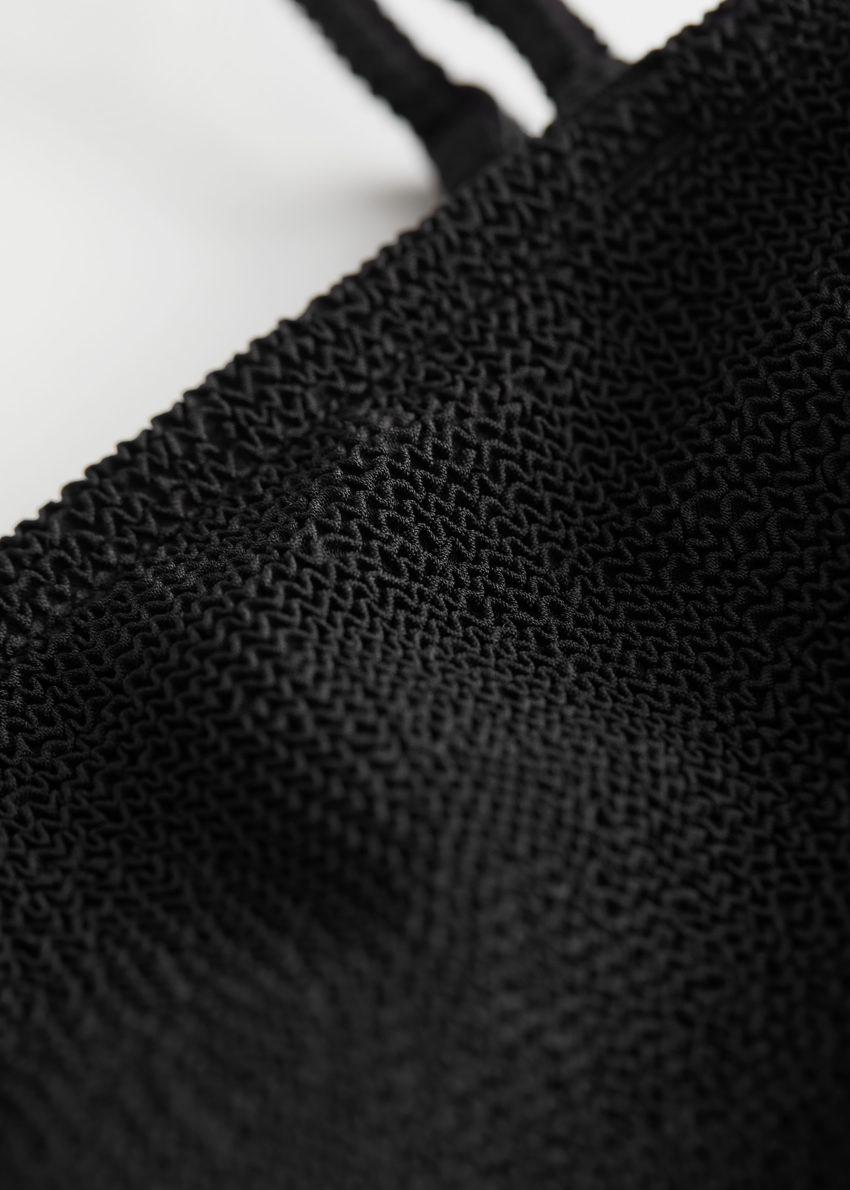 앤아더스토리즈 텍스처 방도 비키니 탑의 블랙컬러 Detail입니다.