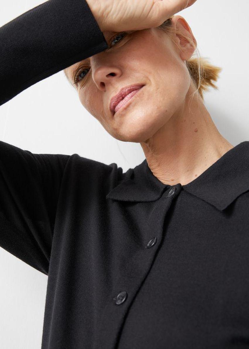앤아더스토리즈 카라 메리노 울 가디건의 블랙컬러 ECOMLook입니다.