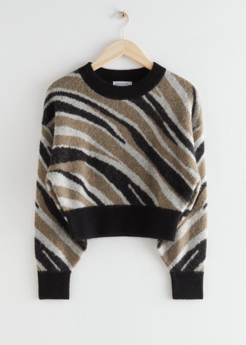 앤아더스토리즈 알파카 블렌드 니트 스웨터의 지브라컬러 Product입니다.