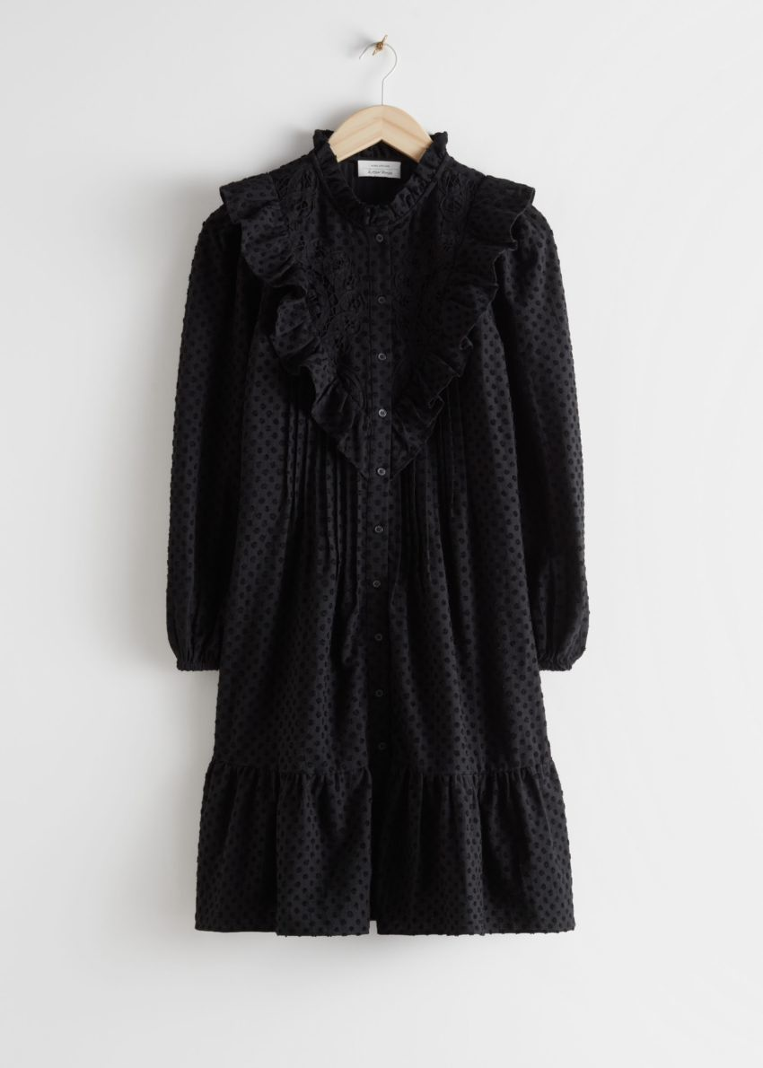 앤아더스토리즈 엠브로이더리 버튼 업 러플 미니 드레스의 블랙컬러 Product입니다.