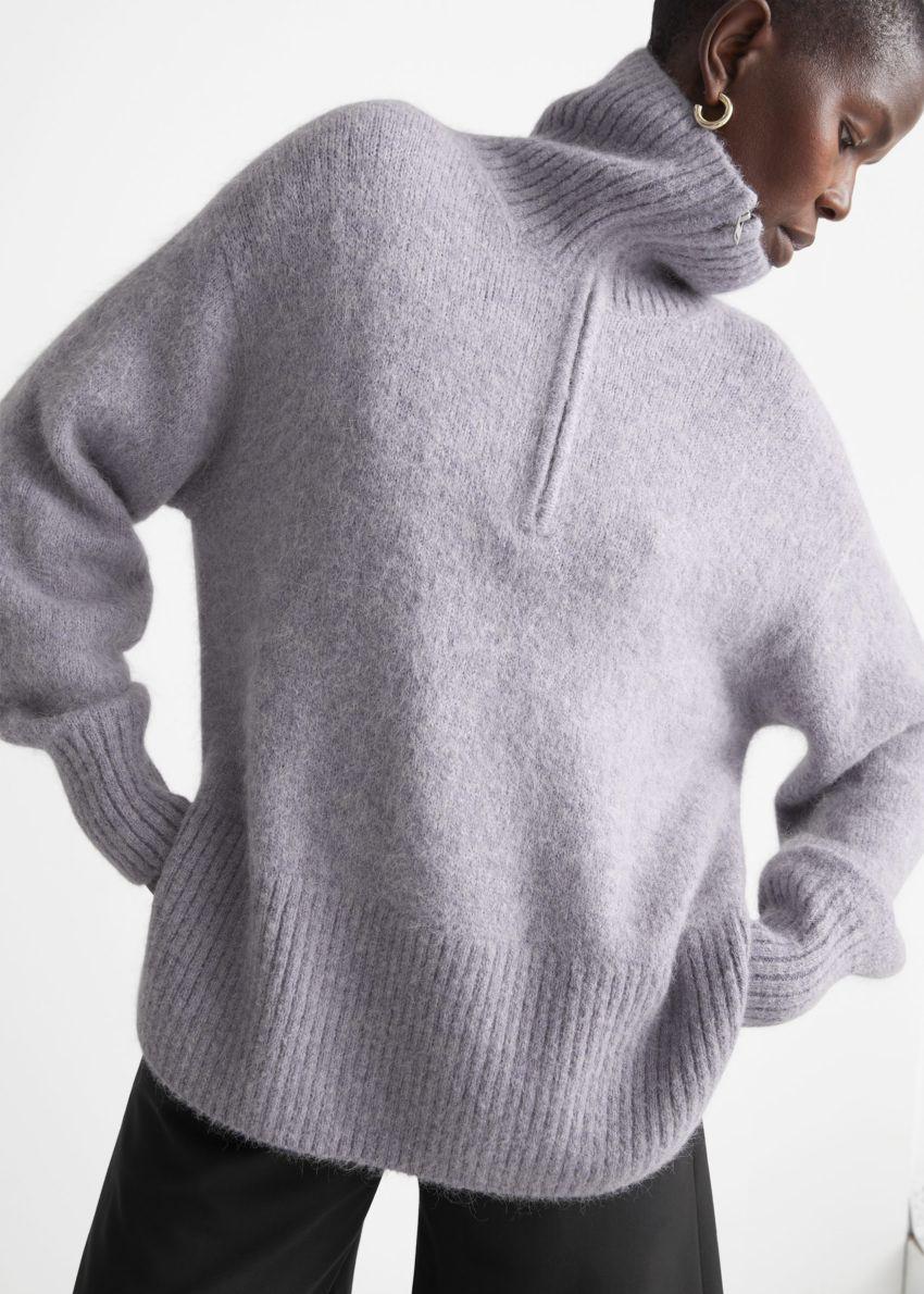 앤아더스토리즈 오버사이즈 하프-집 스웨터의 라일락컬러 ECOMLook입니다.