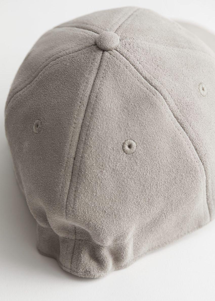 앤아더스토리즈 스웨이드 베이스볼 캡의 베이지컬러 Detail입니다.