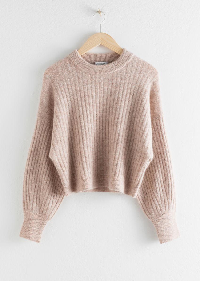 앤아더스토리즈 알파카 블렌드 니트 스웨터의 라이트 베이지컬러 Product입니다.