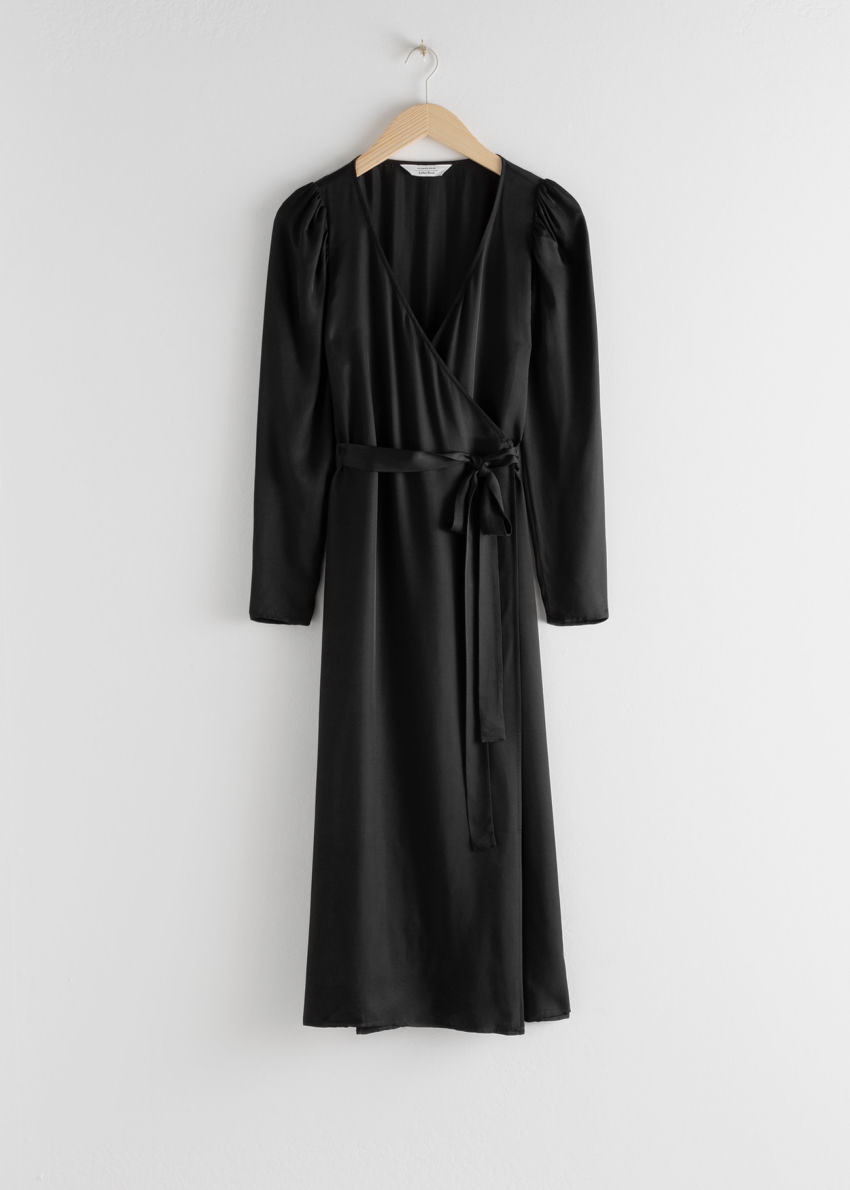 앤아더스토리즈 퍼프 슬리브 미디 랩 드레스의 블랙컬러 Product입니다.