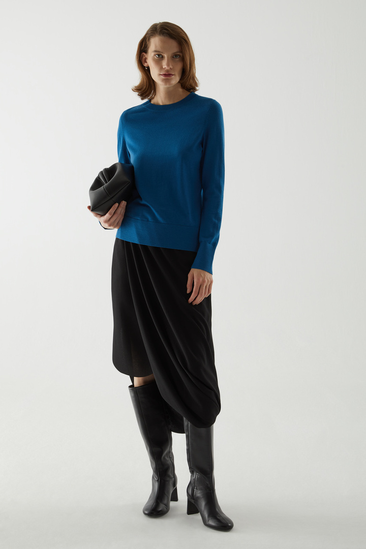 COS default image 5 of  in 메리노 울 크루넥 스웨터