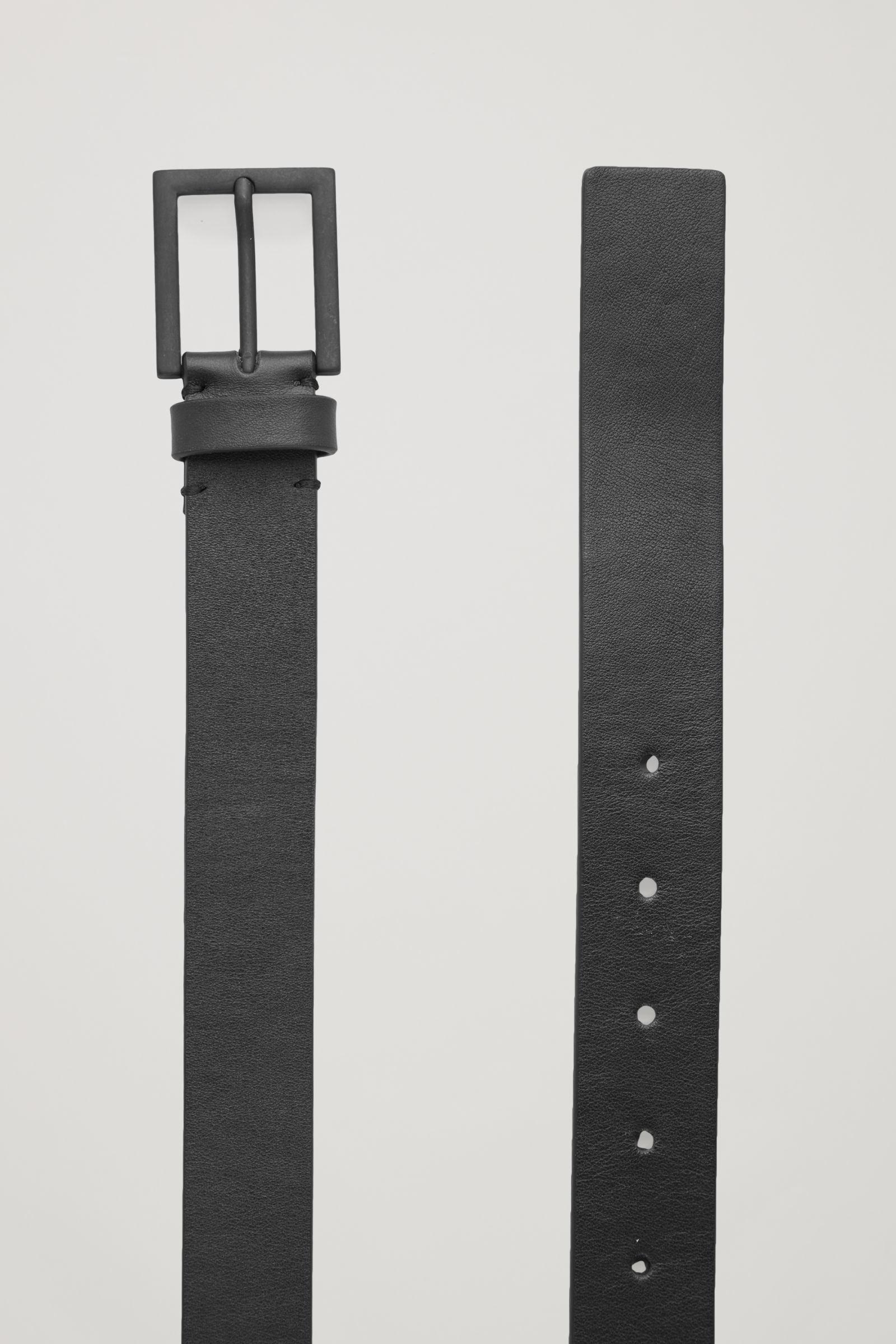 COS 매트 버클 레더 벨트의 블랙컬러 Product입니다.