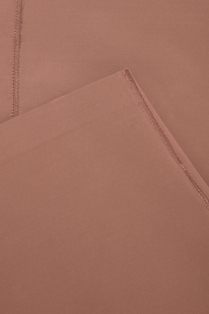 COS 리사이클 나일론 언더스커트의 쉐이드 319컬러 Detail입니다.