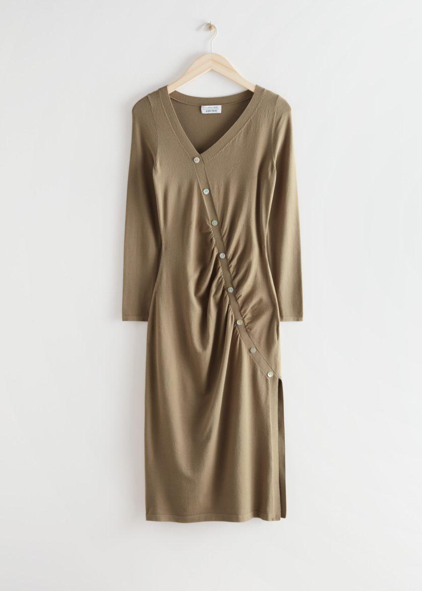 앤아더스토리즈 버튼 에이시메트릭 미디 드레스의 브라운컬러 Product입니다.