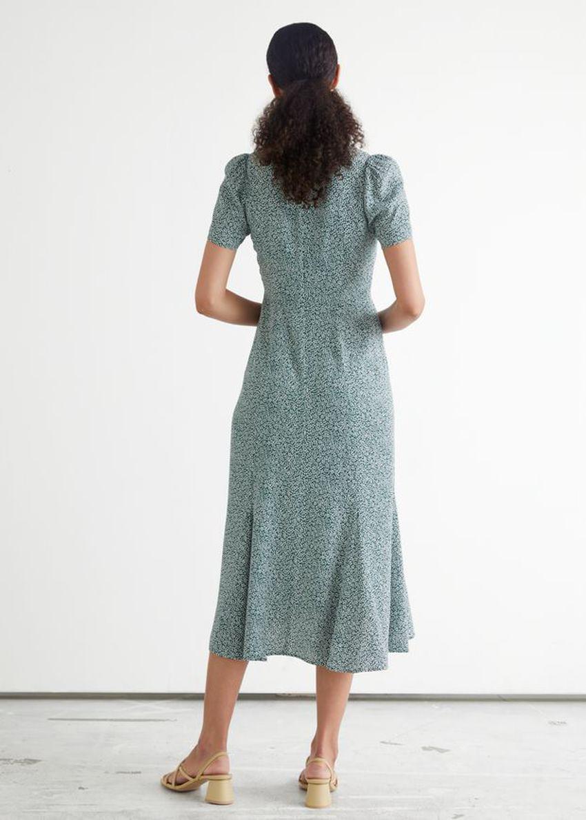 앤아더스토리즈 프린트 A 라인 미디 드레스의 그린 프린트컬러 ECOMLook입니다.