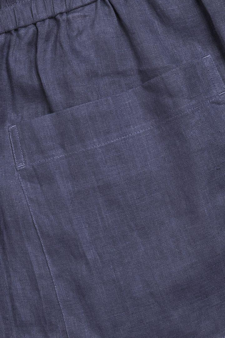 COS 헴프 쇼츠의 블루컬러 Detail입니다.
