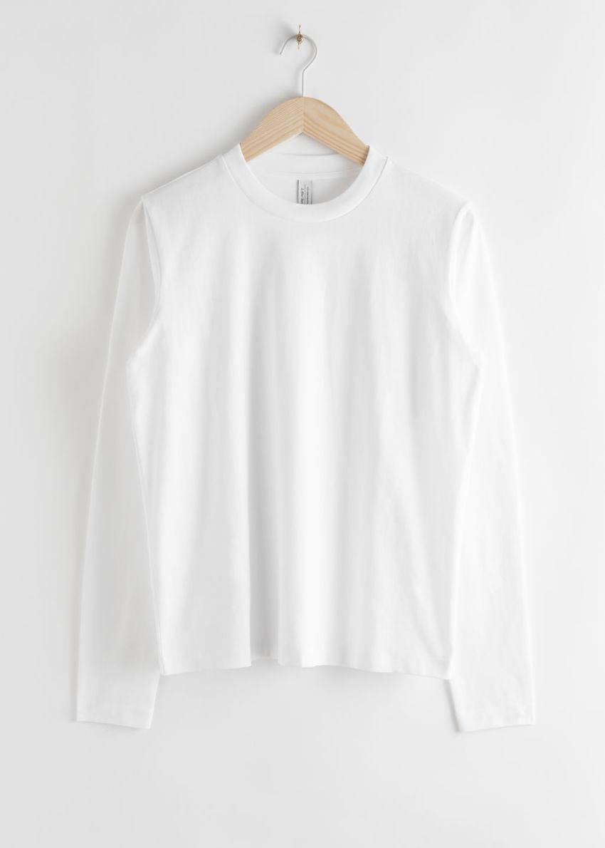 앤아더스토리즈 코튼 롱 슬리브 티셔츠의 화이트컬러 Product입니다.