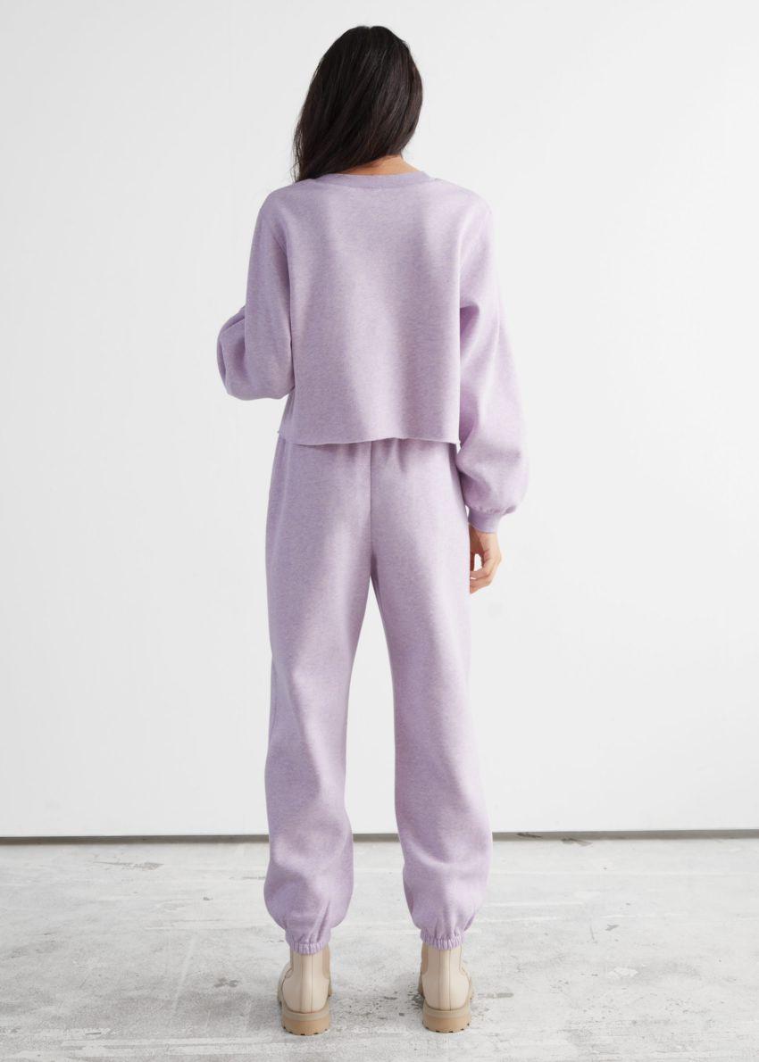 앤아더스토리즈 박시 저지 스웨터의 라일락컬러 ECOMLook입니다.