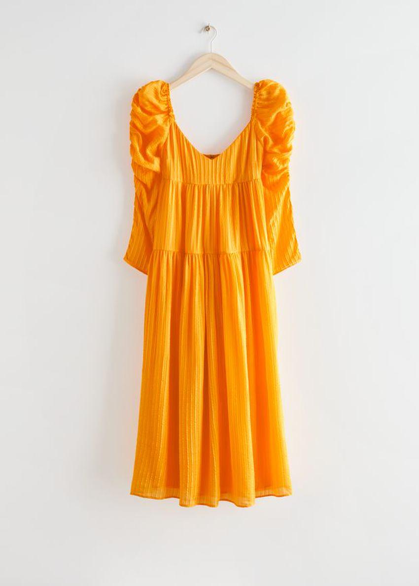 앤아더스토리즈 멀베리 실크 퍼프 슬리브 미디 드레스의 옐로우컬러 Product입니다.