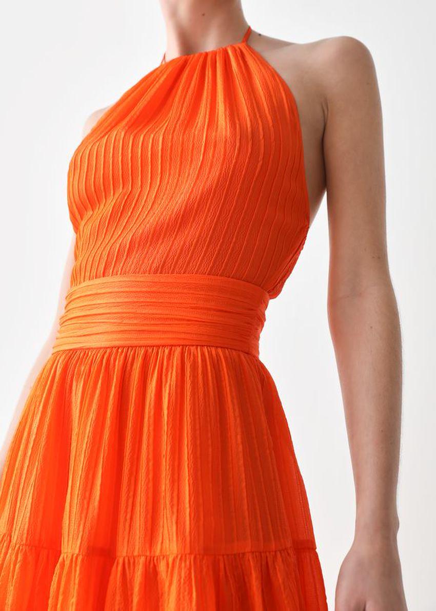 앤아더스토리즈 멀베리 실크 홀터 미디 드레스의 오렌지컬러 ECOMLook입니다.