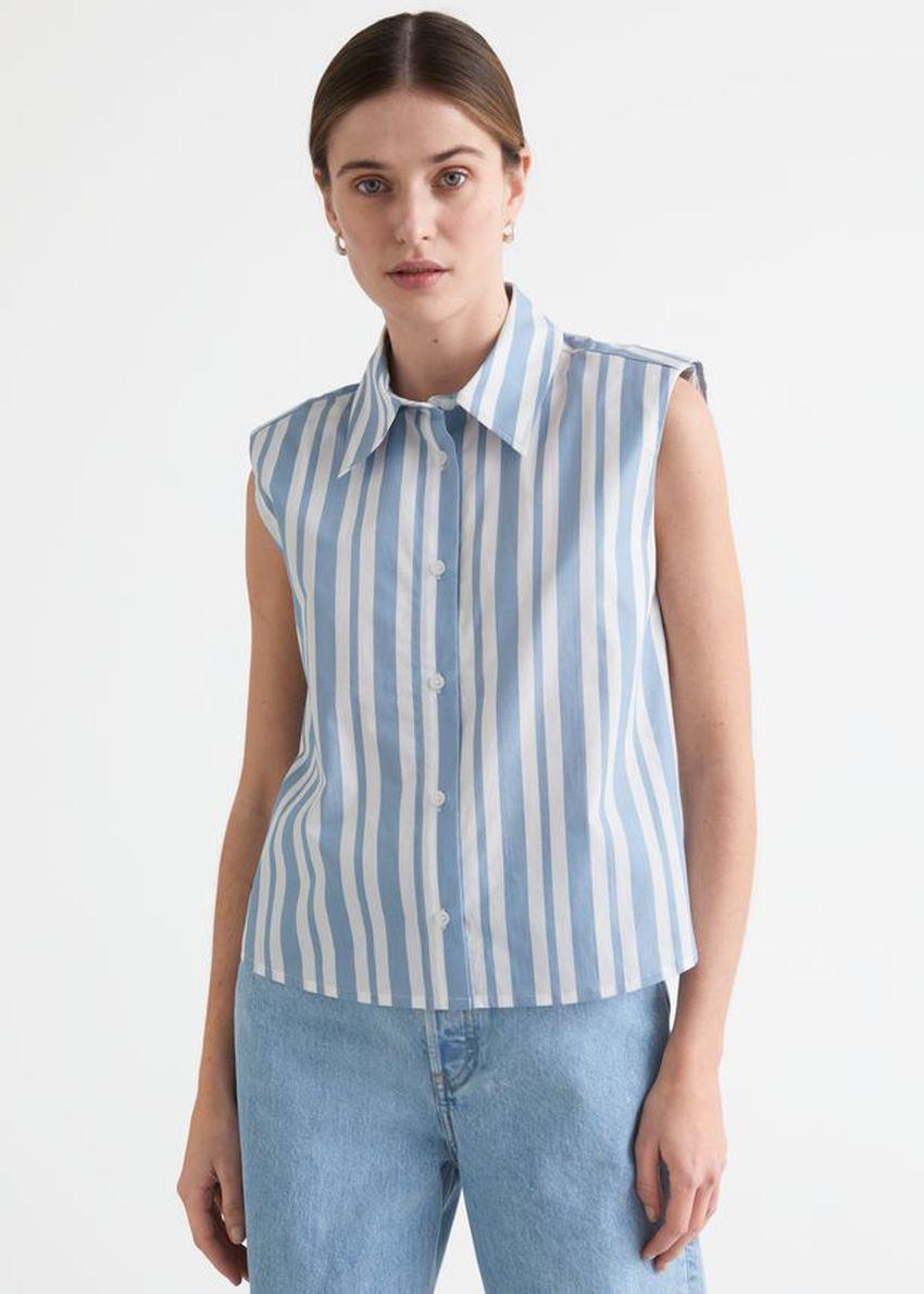 앤아더스토리즈 스트라이프 슬리브리스 패디드 숄더 셔츠의 블루 스트라이프컬러 ECOMLook입니다.