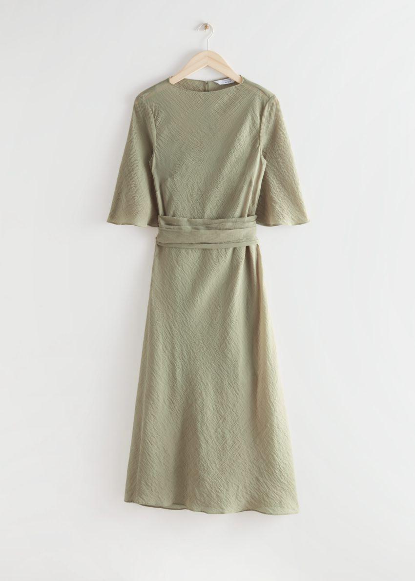 앤아더스토리즈 프린트 벨티드 미디 드레스의 다크 베이지컬러 Product입니다.