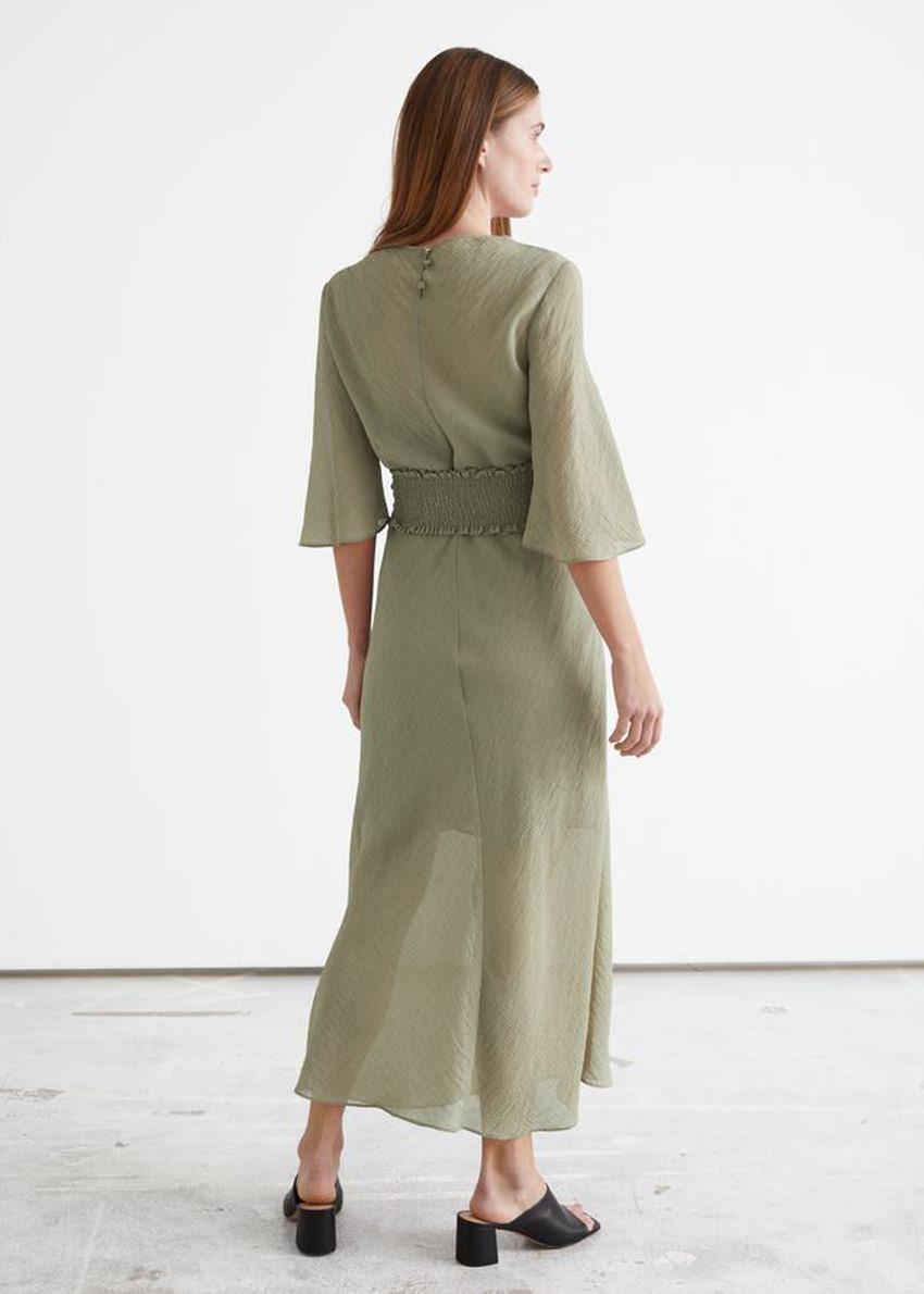 앤아더스토리즈 프린트 벨티드 미디 드레스의 다크 베이지컬러 ECOMLook입니다.